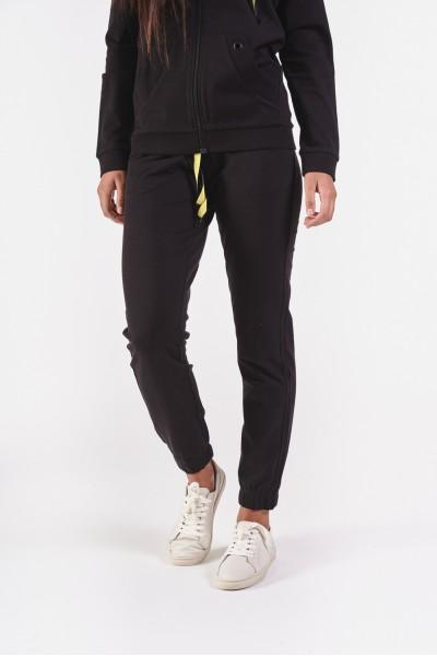Czarne spodnie dresowe ze...