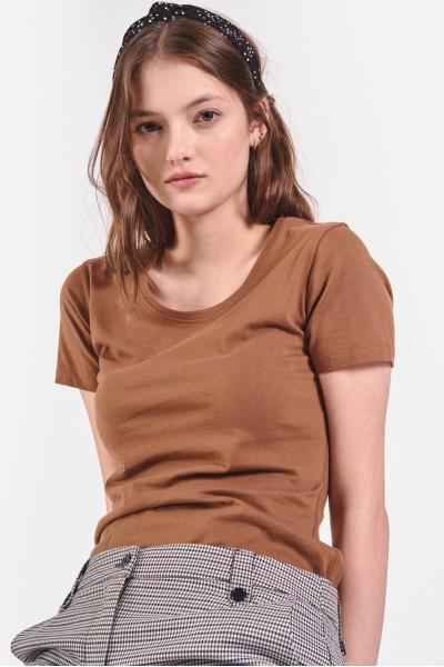 Brązowa koszulka z krótkim...