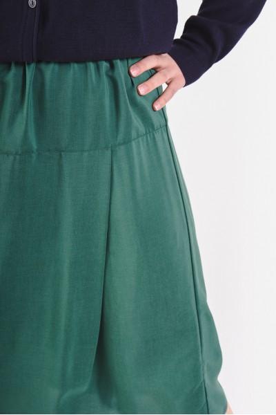 Rozkloszowana spódnica z lejącego się materiału