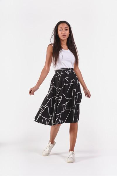 Rozkloszowana spódnica w geometryczne wzory