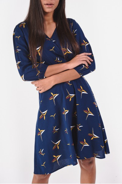 Kopertowa sukienka z wiązaniem w pasie