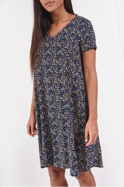 Luźna sukienka z dekoltem w kształcie litery V