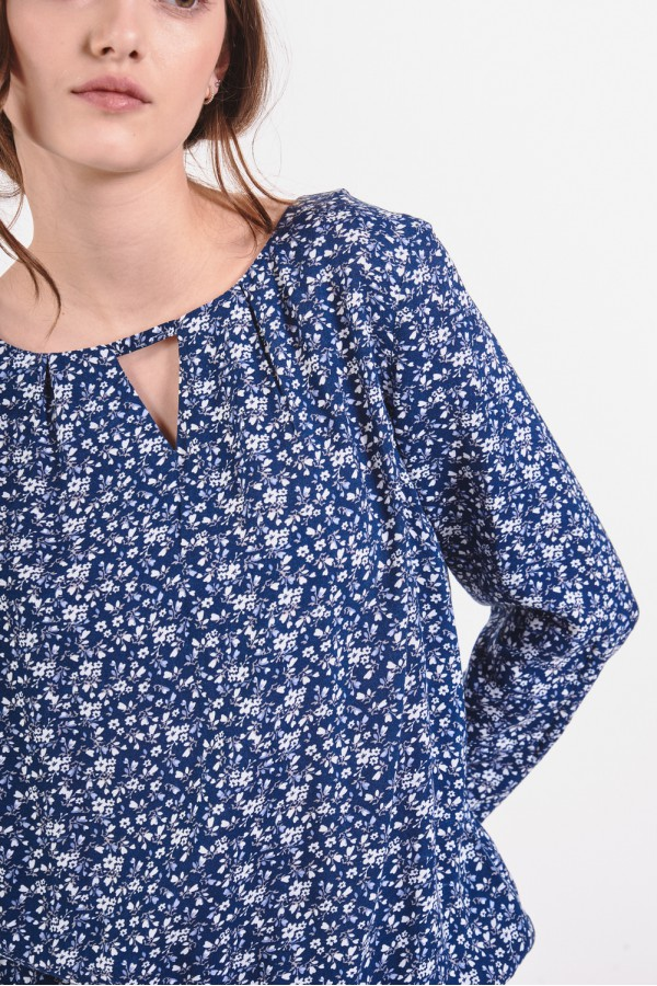 Wiskozowa bluzka z wycięciem przy dekolcie