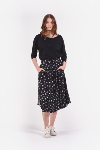Czarna spódnica midi w kwiatki