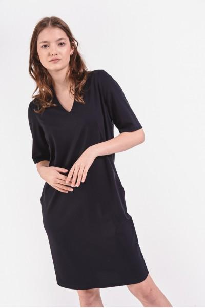 Czarna sukienka z dekoltem...