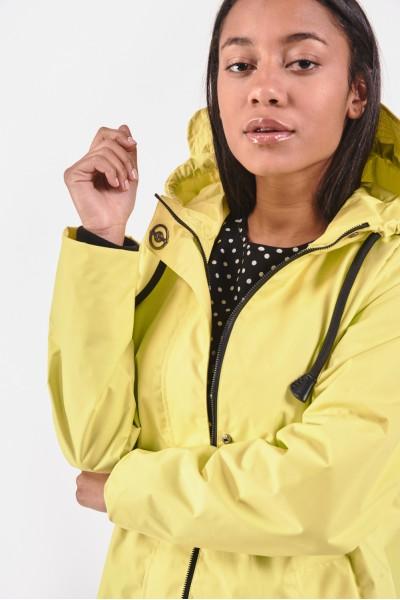 Limonkowy płaszcz z kapturem