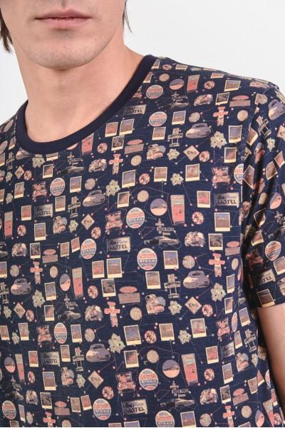 T-shirt w drobne wzory o tematyce podróżniczej