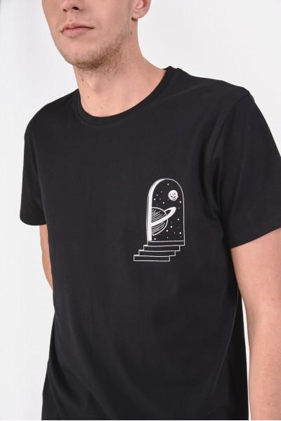 Koszulka z minimalistycznym nadrukiem