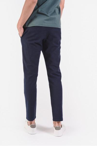 Granatowe spodnie z kieszeniami