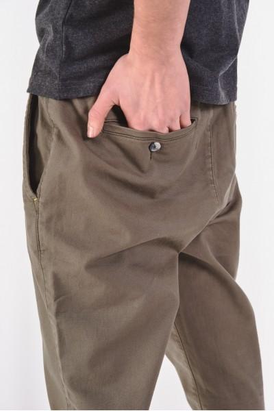 Spodnie khaki z prostymi nogawkami