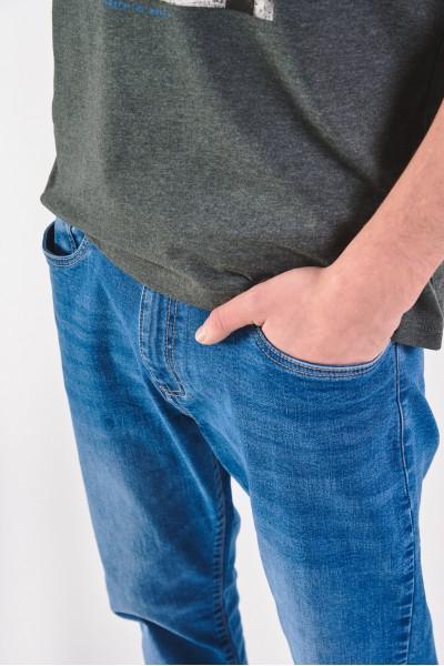 Klasyczne jeansy z normalnym stanem