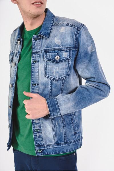Dżinsowa kurtka z modnymi przetarciami
