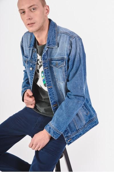 Niebieska kurtka dżinsowa
