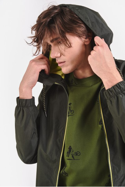 Zielona kurtka przejściowa