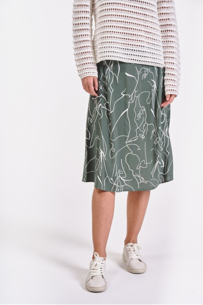 Rozkloszowana spódnica w biały wzór