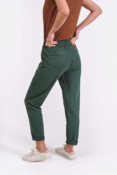 Luźne spodnie z wiązaniem w pasie