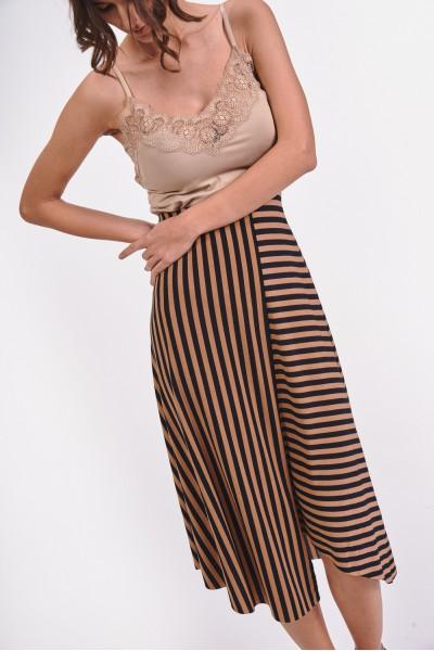 Asymetryczna spódnica midi