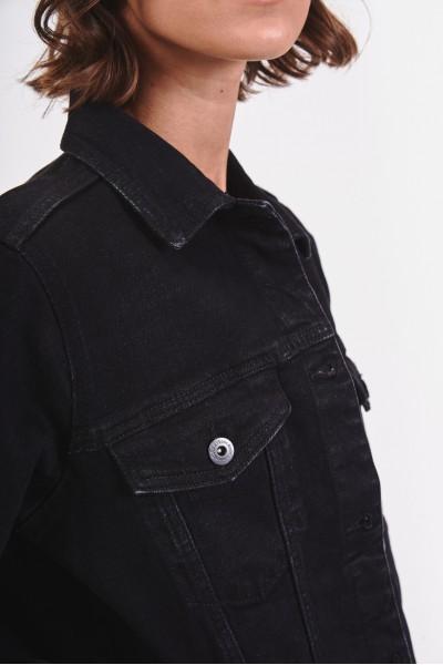 Czarna dżinsowa kurtka