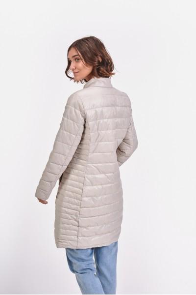 Pikowany płaszcz z połyskującego materiału wierzchniego