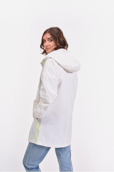 Płaszcz z obniżoną linią ramion