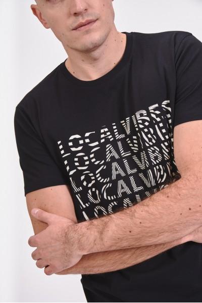 Koszulka ozdobiona napisami
