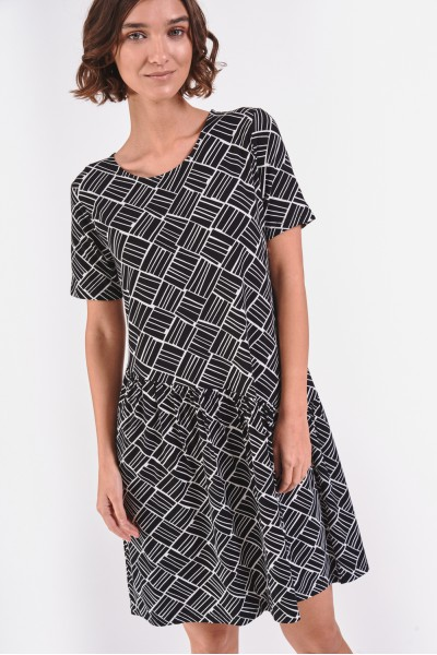 Rozkloszowana sukienka z odcięciem na biodrach