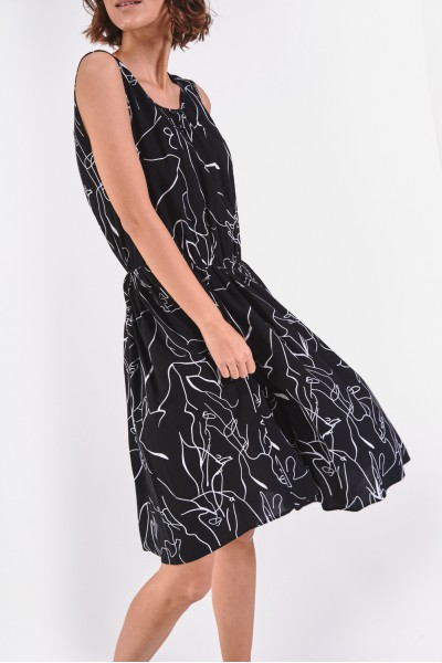 Rozkloszowana sukienka bez rękawów