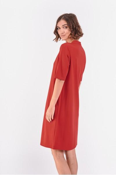 Czerwona prosta sukienka
