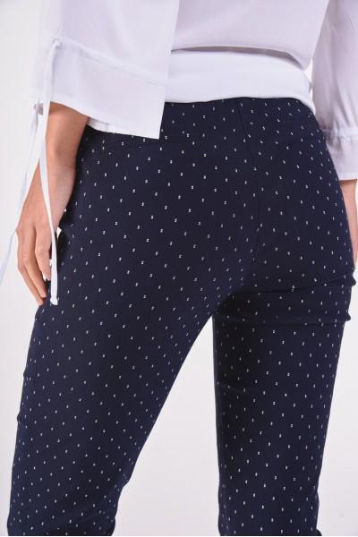 Granatowe spodnie w drobny wzór