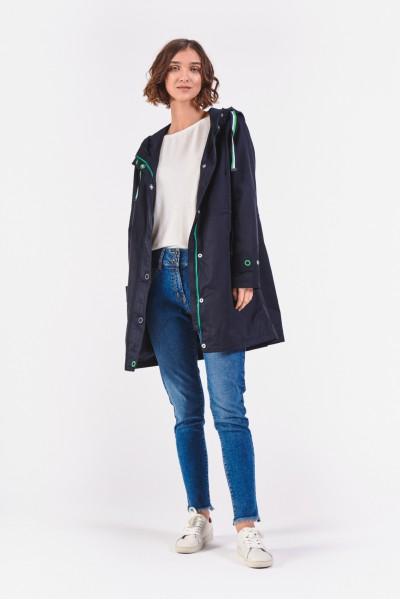 Wiosenny płaszcz z kapturem