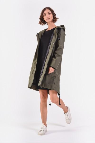 Oliwkowy płaszcz z kapturem