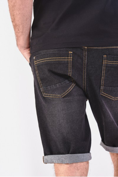 Dżinsowe szorty z podwijanymi nogawkami