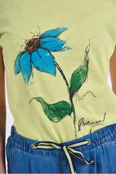 Koszulka z kwiatem