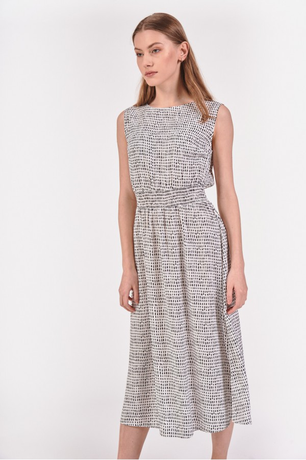 Sukienka z odcięciem w pasie