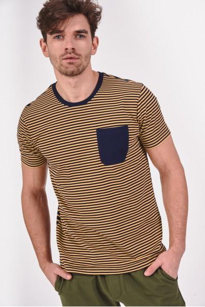 Pasiasta koszulka z kieszonką