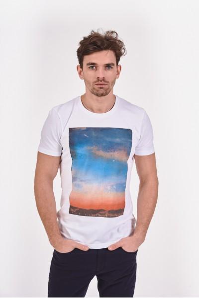 T-shirt z grafiką nieba