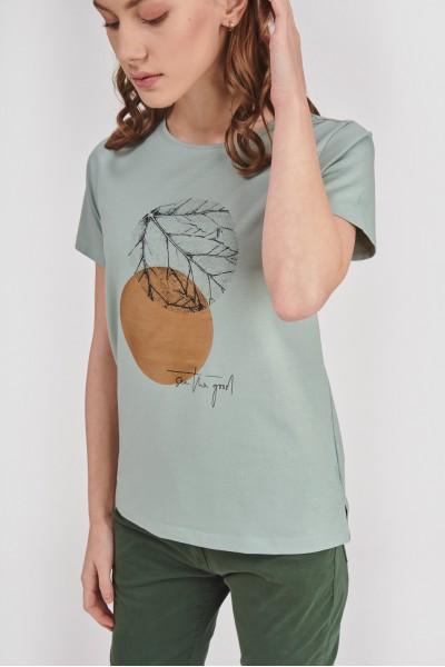 Pastelowa koszulka z nadrukiem