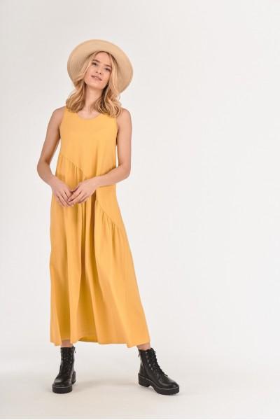 Sukienka z asymetrycznym odcięciem