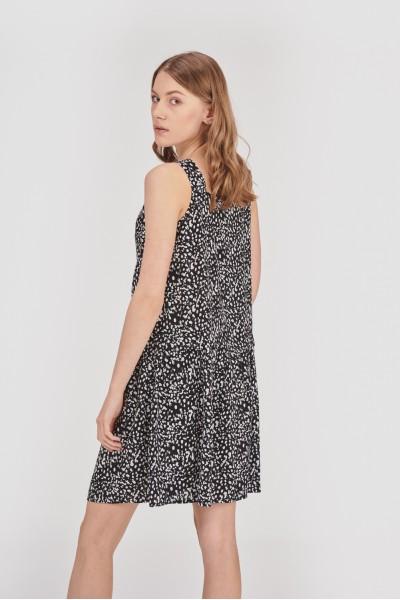 Sukienka na szerokich ramiączkach
