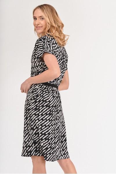 Sukienka szmizjerka z wiązaniem w pasie