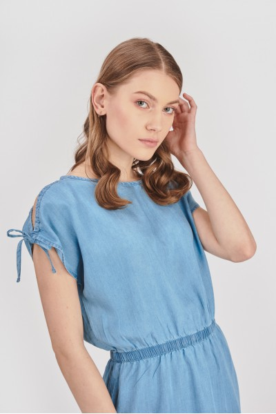 Sukienka z wiązaniem przy rękawach