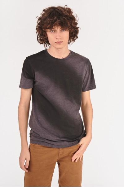 Koszulka z efektem padającego cienia