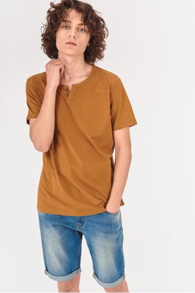 Koszulka z ozdobnymi guzikami