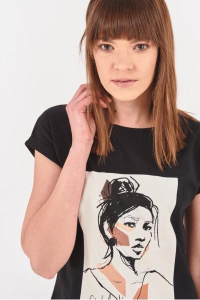 Koszulka z asymetrycznym dołem