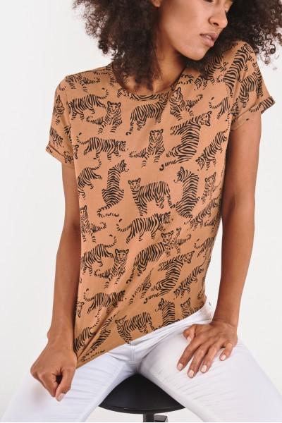 Koszulka w roślinny wzór