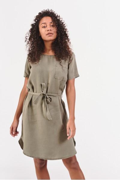Sukienka z kieszonką na piersi