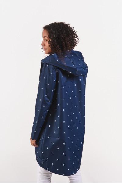 Przejściowy płaszcz z kapturem