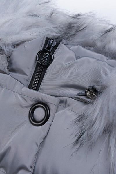 Płaszcz z pomponami przy kieszeniach