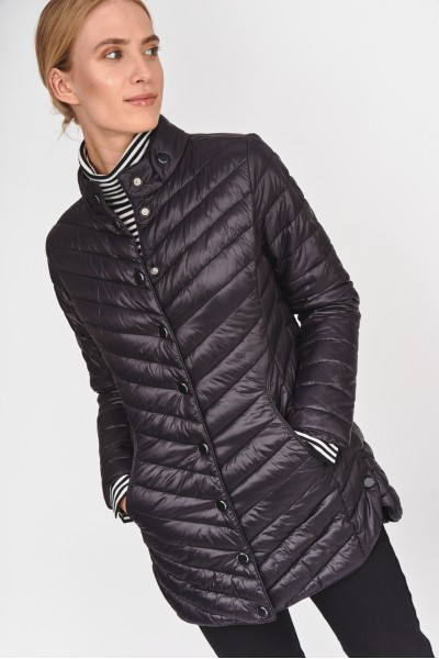 Pikowana kurtka z połyskującego materiału