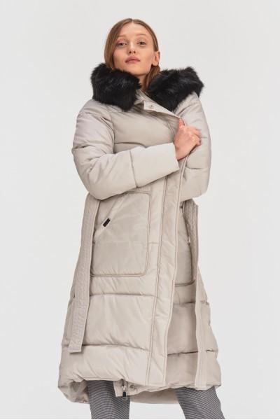 Pikowany płaszcz z kapturem